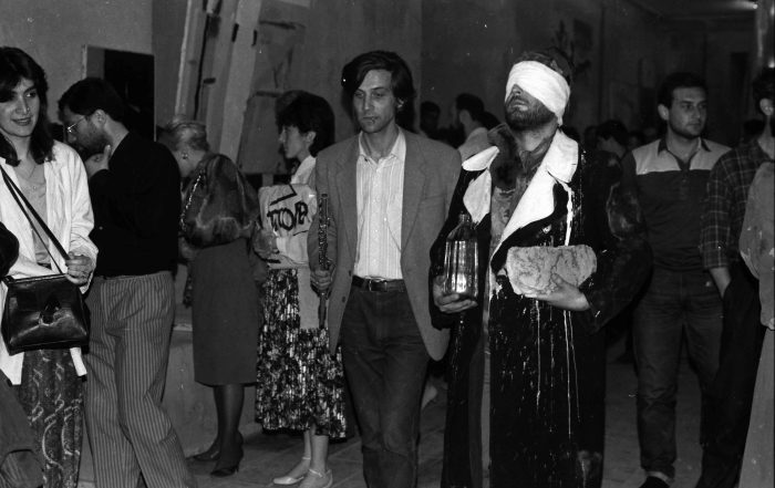 Koka Ramishvili assisting Mamuka Tsetkhladze / 1988, Karvasla, Tbilisi / photo courtesy of Guram Tsibakhashvili